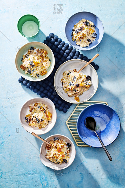 Portions of healthy oatmeal breakfast in blue bowls
