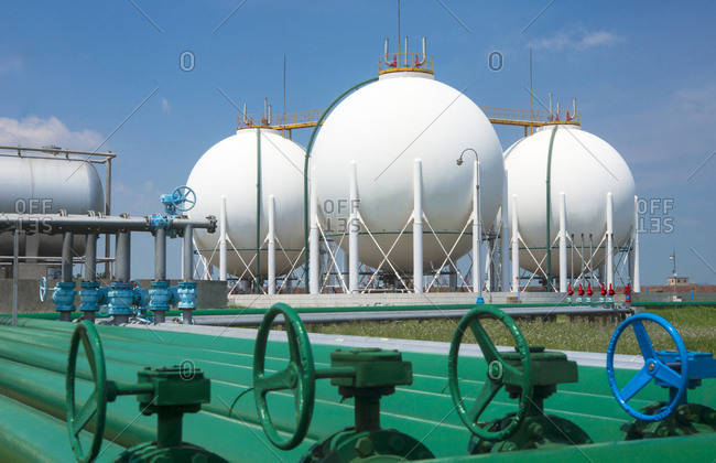 Petrochemical tank and pipeline