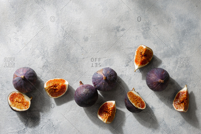 Sliced and whole fresh figs top view