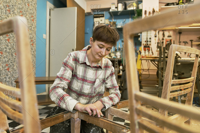 Carpenter sanding chair - Offset Collection
