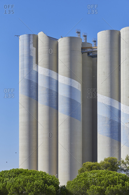 Silo for grain derived products and oleaginous products in Trafaria, Portugal