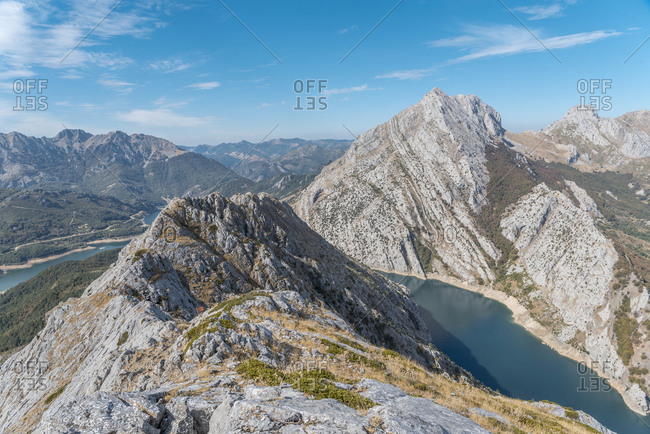 An incredible ridge on the lake to enjoy outdoors sports