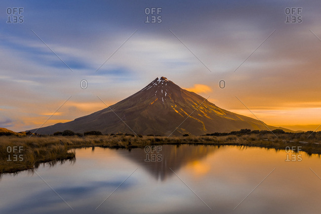 Incredible volcano at sunset in taranaki, new zealand