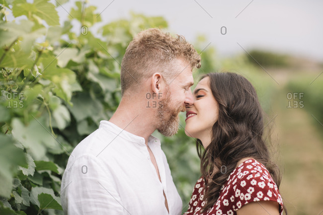 Lovers in the vineyards - Offset