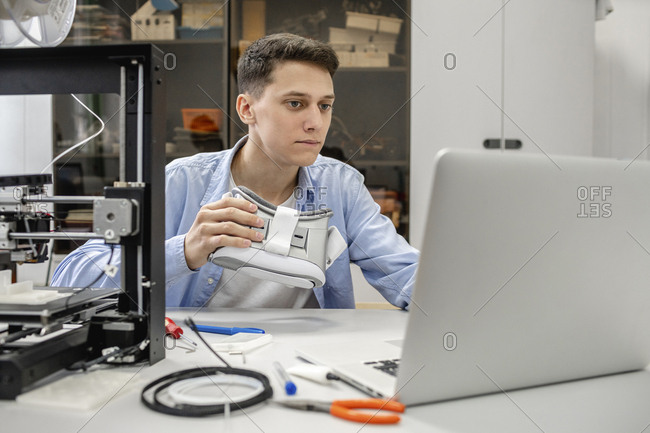 Student using 3D printer and VR goggles