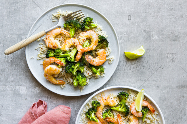 Shrimp and broccoli served with brown rice