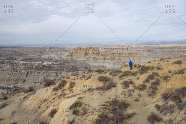Hiker overlooking the Angel Peak Scenic Area in northwest New Mexico