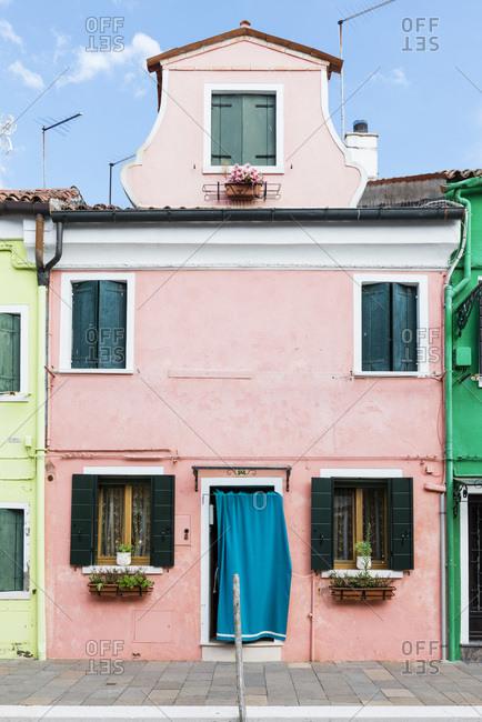 rosa gestrichenes Haus in Burano