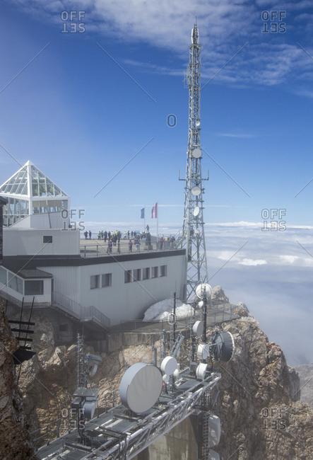 January 1, 1970: Sendemasten und Antennen vor dem Mnchner Haus, der Bergstation und Aussichtsplattform auf der Zugspitze, Deutschlands hchster Berg,