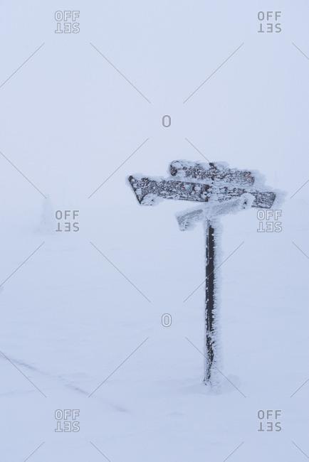 eingefrorenes Schild, Brocken, Harz, Schierke, Deutschland