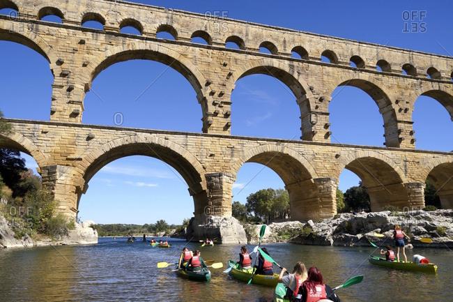 January 1, 1970: Europa, Frankreich, Provence-Alpes-Cote d'Azur, Avignon, Pont du Gard, Kajak