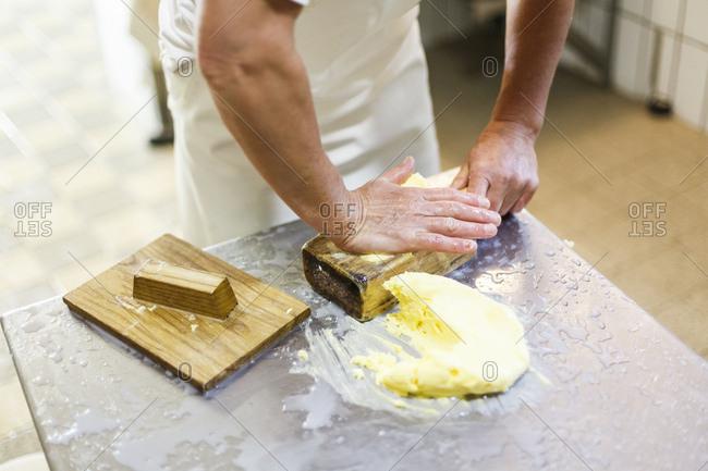 Herstellung von Butter, Verarbeitung, Form, Buttermodel
