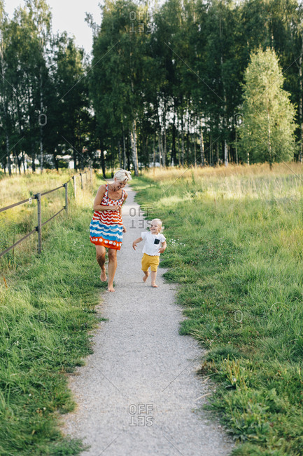 Mother with son walking - Offset