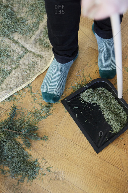 Cleaning Christmas tree needles