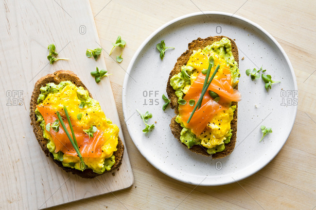 Scrambled egg on toast with smoked salmon