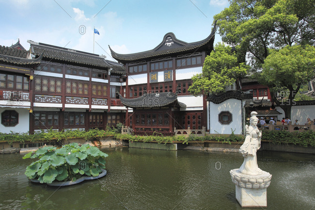 October 12, 2019: Shanghai yuyuan garden
