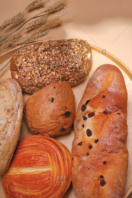 Wheat bread and rolls on tray