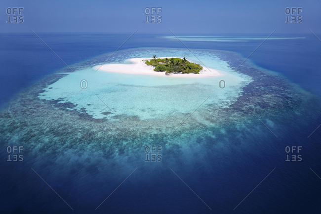 Uninhabited palm island with sandy beach, offshore coral reef, Ari atoll, Indian Ocean, Maldives, Asia