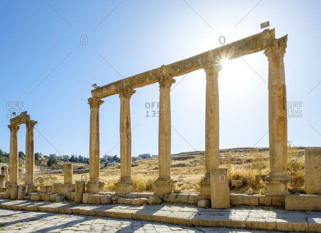 Colonnaded street in ancient roman city of gerasa, jerash, jordan