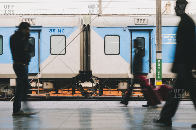 New delhi railway station, new delhi, india - january 17, 2018: new delhi railway station during rush hour. india