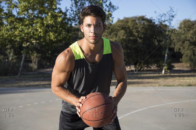 Basketball player with basketball - Offset