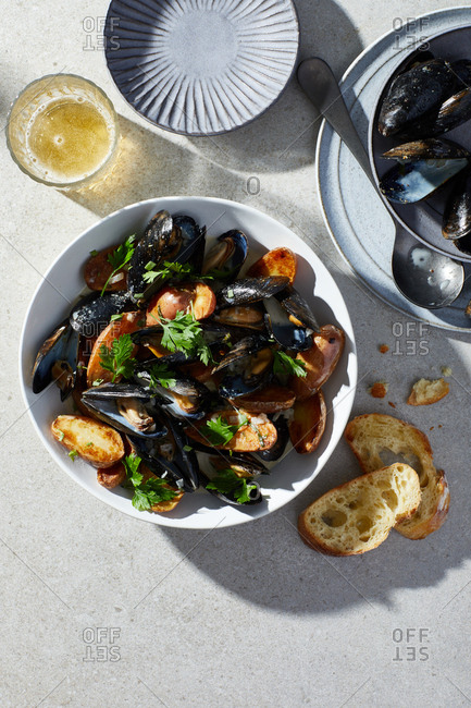Cider steamed mussels served with bread