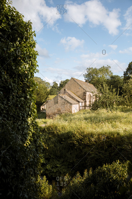 Cozy stone house in Abadia de Fountains in United kingdom on sunny day
