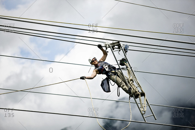 Fitter with ladder- pulling along high-voltage power line