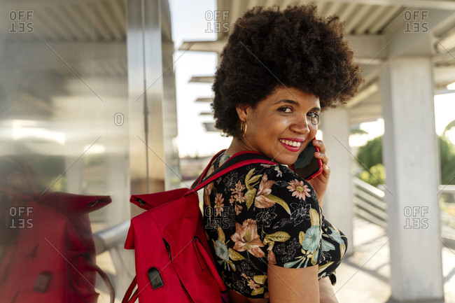 Female Afro-American using smartphone