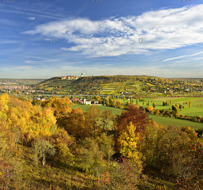 Germany, saxony-anhalt, burgenlandkreis (district), freyburg, looking into unstruttal with freyburg, neuenburg castle and vineyards, autumn
