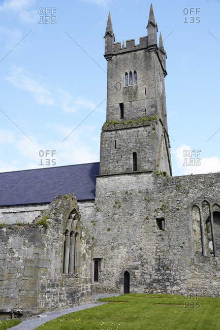 Ireland, cloister ruin ennis friary in ennis