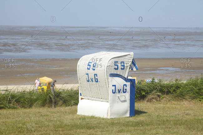 Beach chairs with beach and mudflats in cuxhaven-duhnen, north sea spa cuxhaven, lower saxony, germany, europe