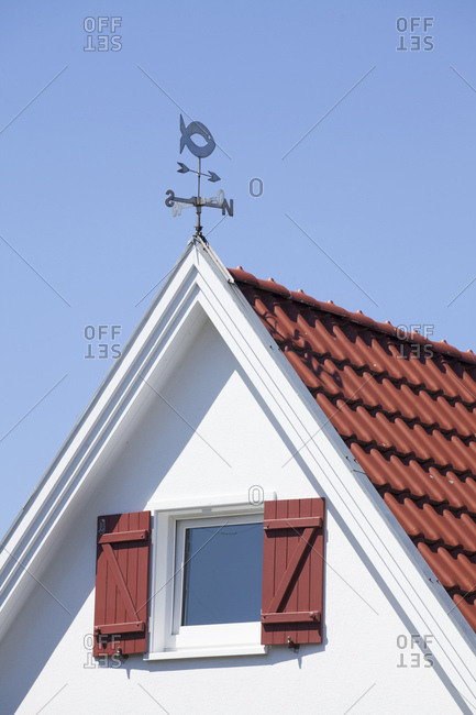 Wehrbergsweg, house gable with weathervane in cuxhaven-duhnen, north sea spa cuxhaven, lower saxony, germany, europe
