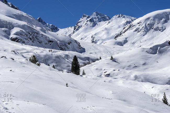 Austria, tyrol, the stubai alps, st. sigmund, sellrain, ski tour walker on the way by the snow-covered gleirschtal to the pforzheimer hut
