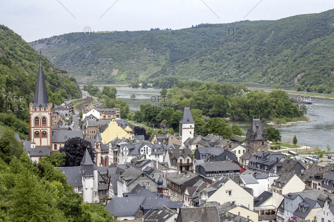 Old town with st. church of st. peter / st.-peter-kirche, bacharach am rhein, unesco world cultural heritage upper middle rhine valley, rhineland-palatinate, germany,