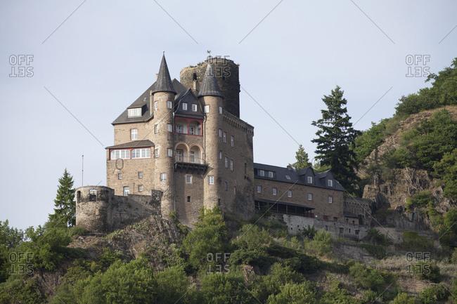 Katz castle close sankt goarshausen, sankt goarshausen, unesco world cultural heritage upper middle rhine valley, rhineland-palatinate, germany,