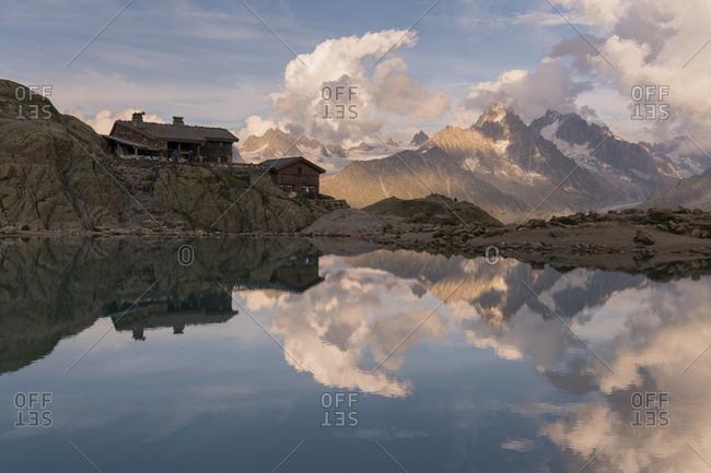 Lac blanc, refuge du lac blanc, aiguille du chardonnet, haute-savoie, france