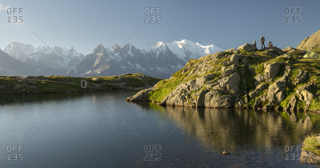 Hiker at lac de cheserys, grandes jorasses, montblanc, haute-savoie, france