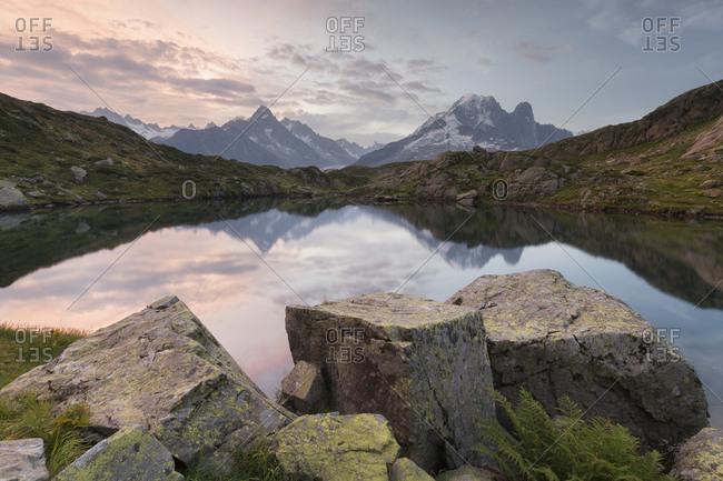 Lacs des cheserys, aiguille du chardonnet, aiguilles verte, haute-savoie, france