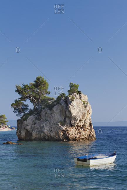 Brela rock on the beach of punta rata, brela, makarska riviera, dalmatia, croatia