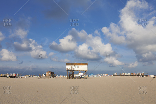 Beach of saint peter ording, peninsula eiderstedt, nordfriesland (district), schleswig holstein, germany