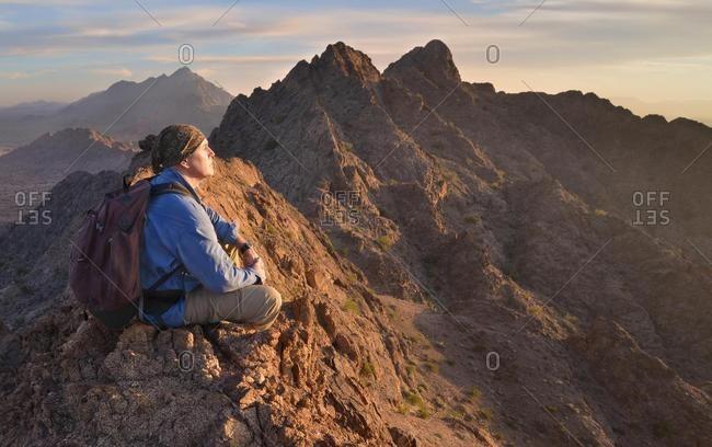 Man sitting on top of Mohawk Mountains, Arizona, USA