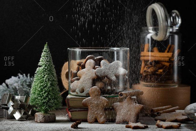 Powdered sugar sprinkled on freshly baked gingerbread cookies