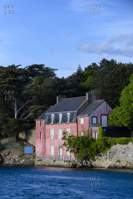 Pink house on the coast of France in the Morbihan Gulf