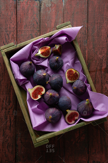 Freshly harvested figs in a wooden box
