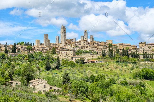 Medieval tower houses in the Historic Centre of San Gimignano, UNESCO World Heritage Site, San Gimignano, Tuscany, Italy, Europe.