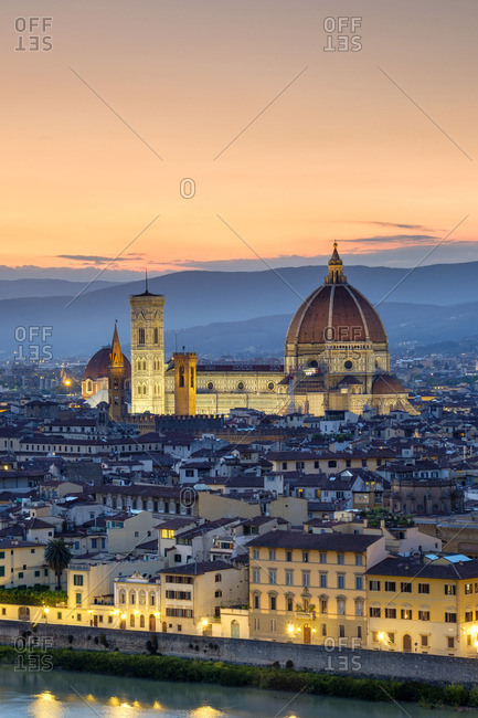 Florence Cathedral (Duomo di Firenze) and buildings in the old town at dusk, Florence (Firenze), Tuscany, Italy, Europe.