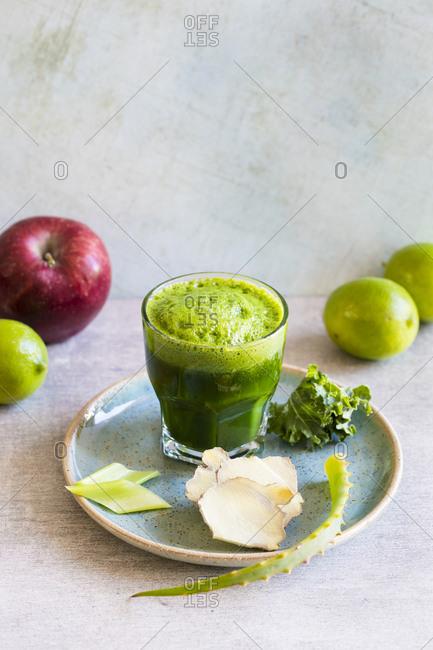Apple, kale vegetable juice with aloe vera