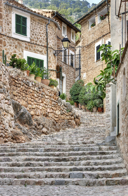 Spain, Majorca, fornalutx, lane, cobblestones, facades, doors, window, potted plants, stairs