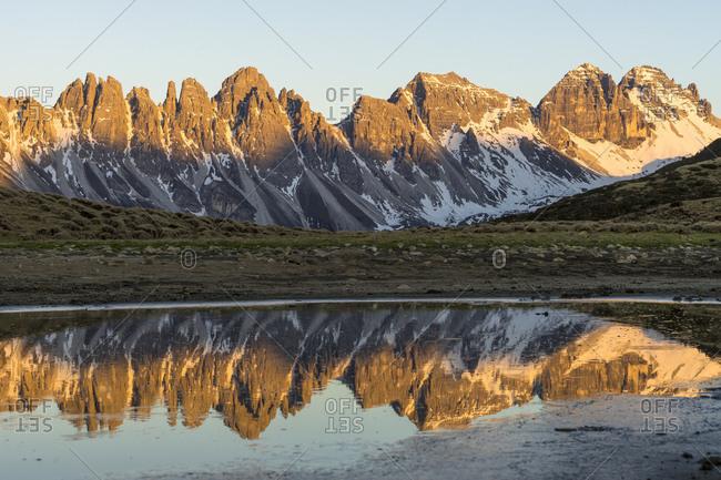 Austria, tyrol, grinzens, salfeins, morning mood at the kalkkogel reflected in the salfeinssee
